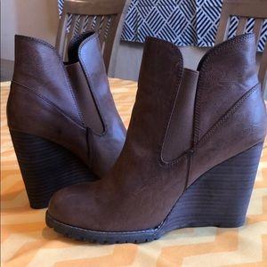 Cognac taupe wedge high heel ankle boots